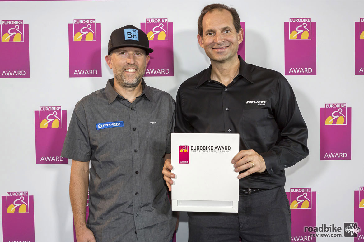 Pivot frontman Chris Cocalis (right) and a staffer accept a Eurobike award for their Switchblade bike. Photo courtesy Eurobike