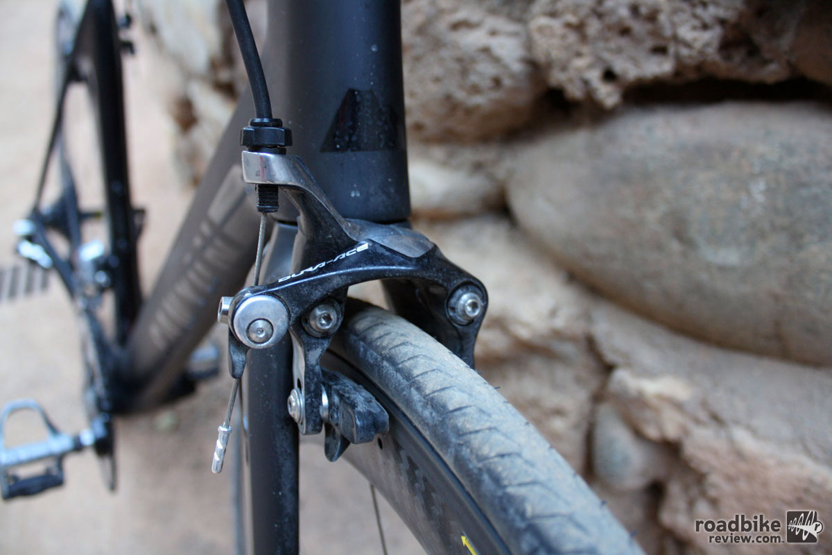 Traditional front-mounted brakes provided powerful braking, but when paired with the Mavic Cosmic wheel they also produced a deafening screech.