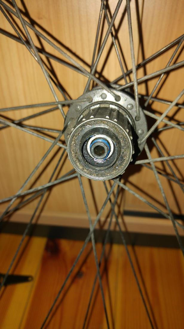 How do I remove the freehub body at this cartridge wheel system?-20180614_213117-min.jpg