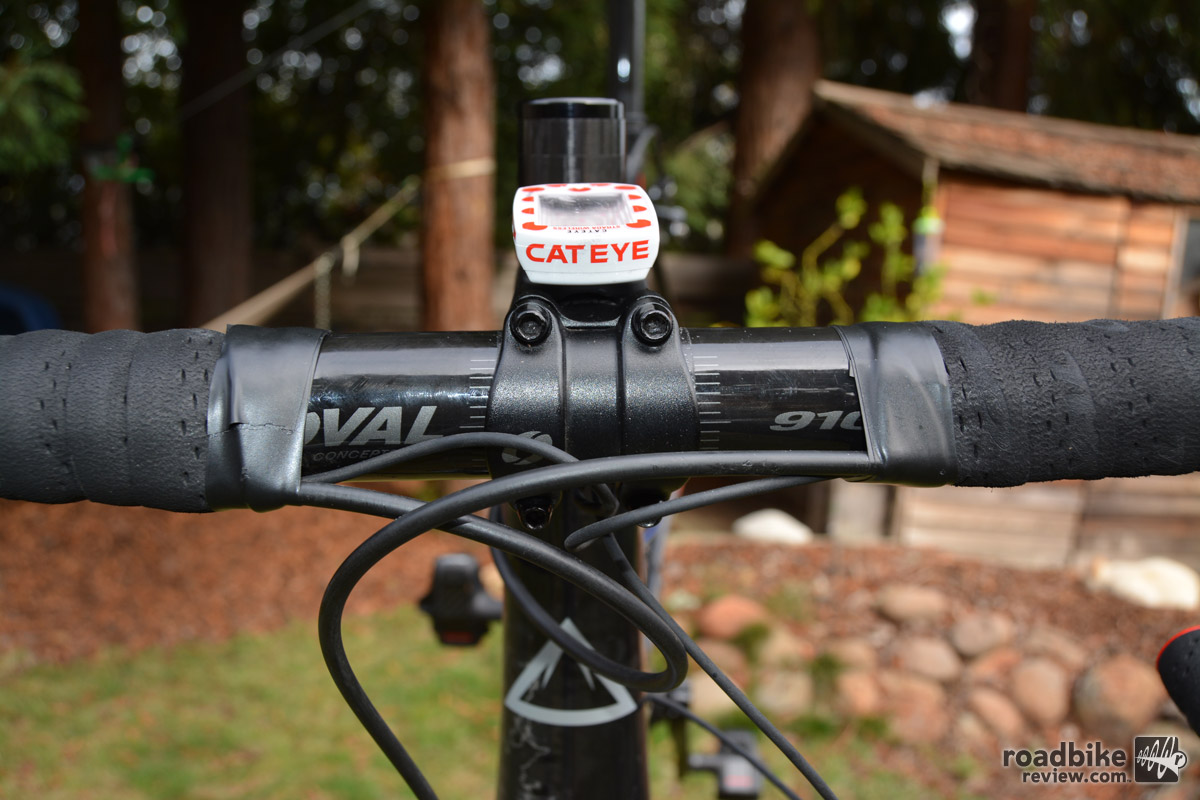 Bars are Oval Concepts R910, carbon, 31.8mm.