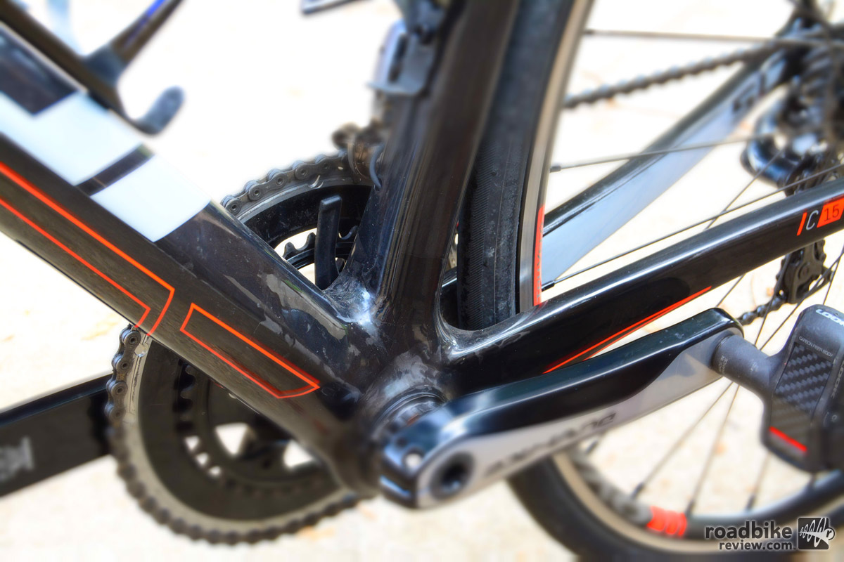 Fuji claims the new SL is stiffer than its predecessor by 9 percent in the head tube, 11 percent in the bottom bracket, and 18 percent in the fork. Tires are Vittoria Open Corsa CX, 700 x 25, 320 tpi, folding.