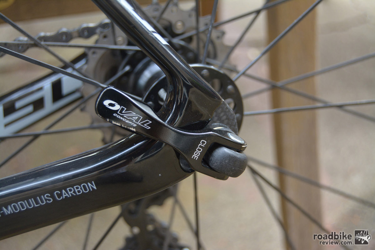 Wheels are Oval 724 aero alloy clincher.