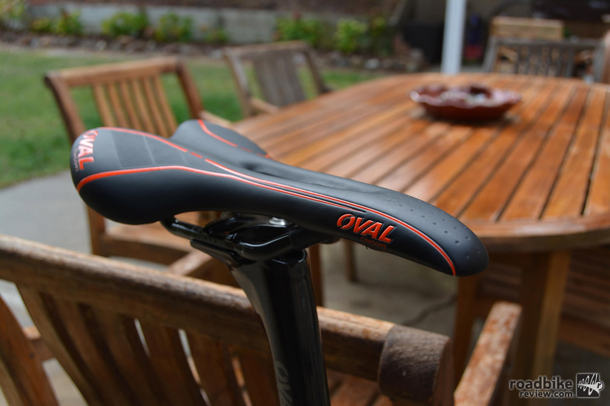 Saddle is Fuji house brand Oval Concepts R900 with carbon rails.