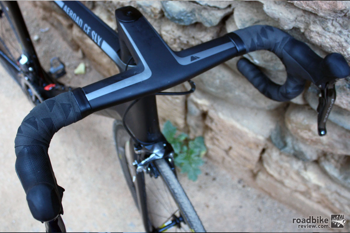 Canyon's aerodynamic cockpit — called H11 Aerocockpit — was more comfortable than other aerodynamic handlebars we've tried.