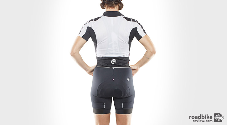 The pockets, when full, did a good job of keeping the jersey lower on my hips where it needs to be. But when the load gets light, this jersey tended to climb to my natural waistline.