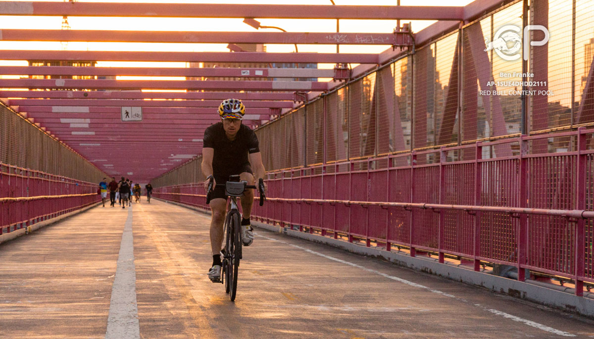 'Everesting' New York's Williamsburg Bridge