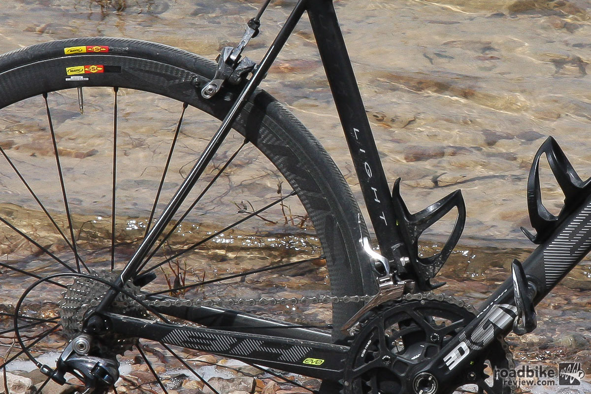 Razor thin seatstays improve rear-end compliance, while the stubby chainstays deliver a quick handling feel.