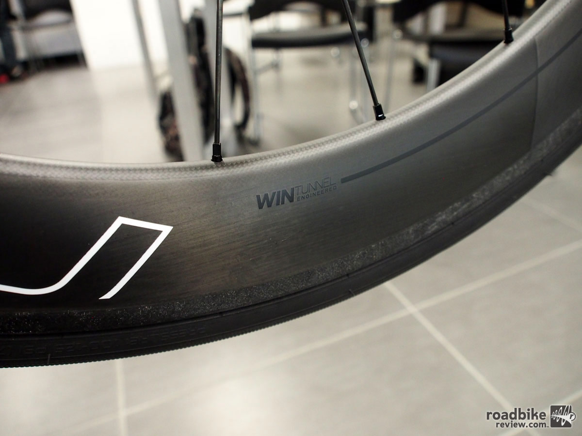 The front spokes are radial laced, while the rear are radial/two-cross. Spoke counts are 16 front, 21 rear.