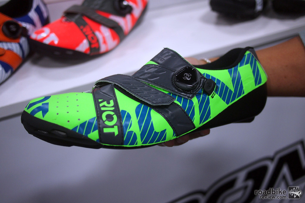 The Riot is re-designed for 2017 and includes both a Boa closure and a Velcro strap with a $179 price tag. The sole is heat moldable by the rider for a custom fit.