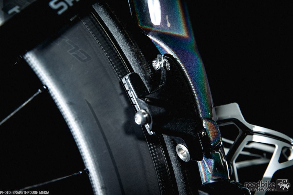 In an effort to shave seconds, rim brakes are integrated into the frame, enhancing aerodynamic efficiency.