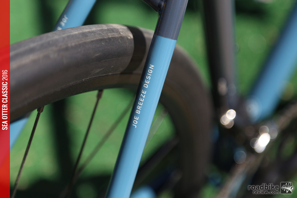 Close-up of the thinly drawn seat stays.