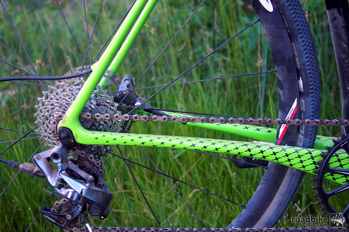 Cannondale's Speed SAVE micro-suspension dramatically shaves and flattens certain areas of the frame like the chainstays. The chainstays are an ultra-short 422mm.