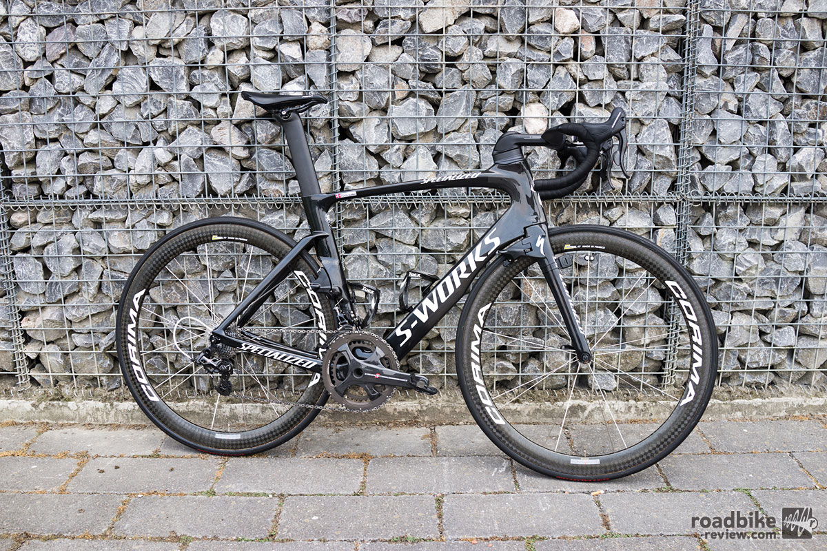 Specialized claims that when paired with the new Roval CLX64 wheels, and its new aero shoes, skinsuit and helmet, this bike can save you over 5 minutes over 40km.