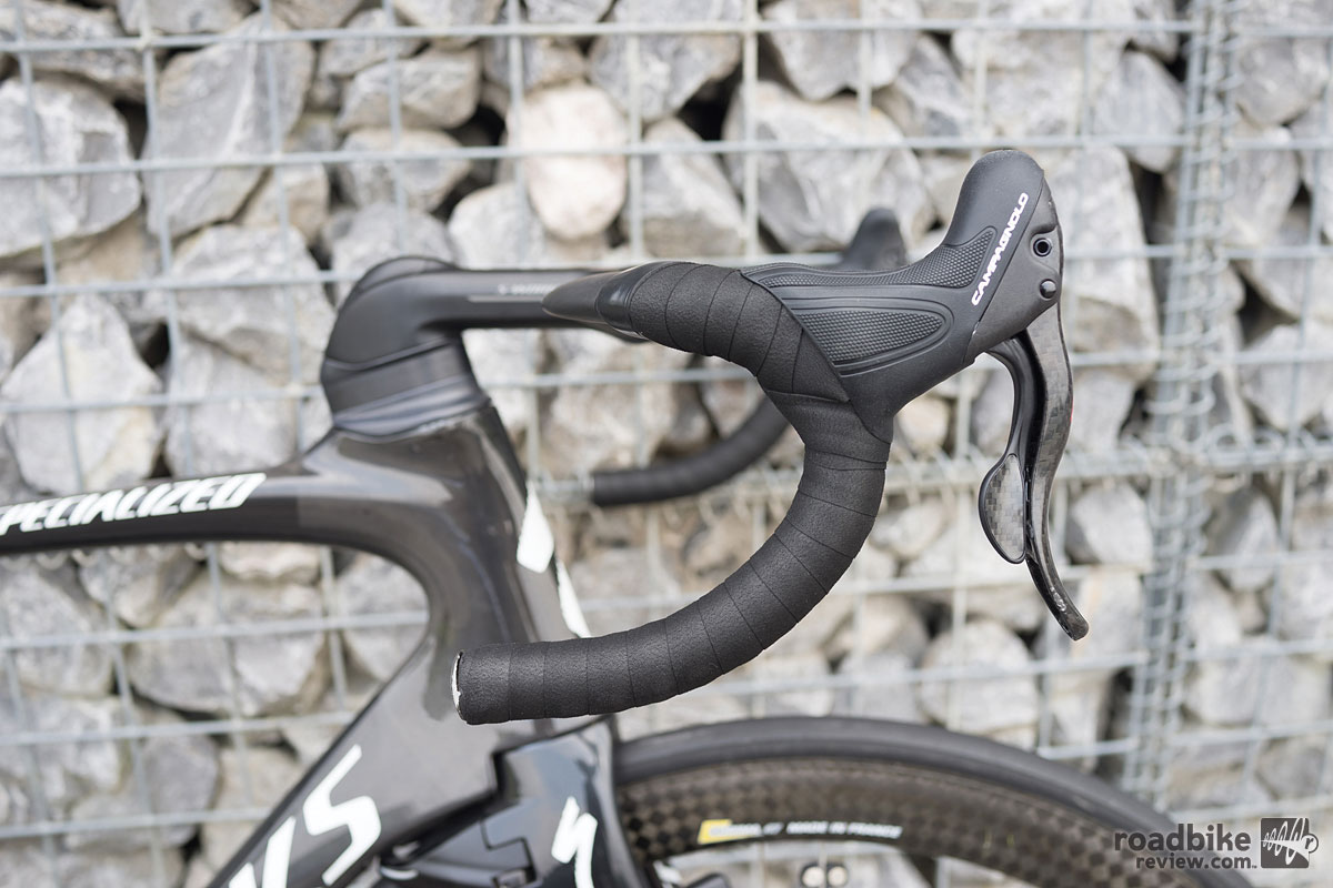 The stock stem actually has a negative 17‐degree drop for a better aerodynamic profile, while the handlebars have a positive 25mm rise to accommodate rider fit. But Fuglsang opts for the standard flat bar set-up.