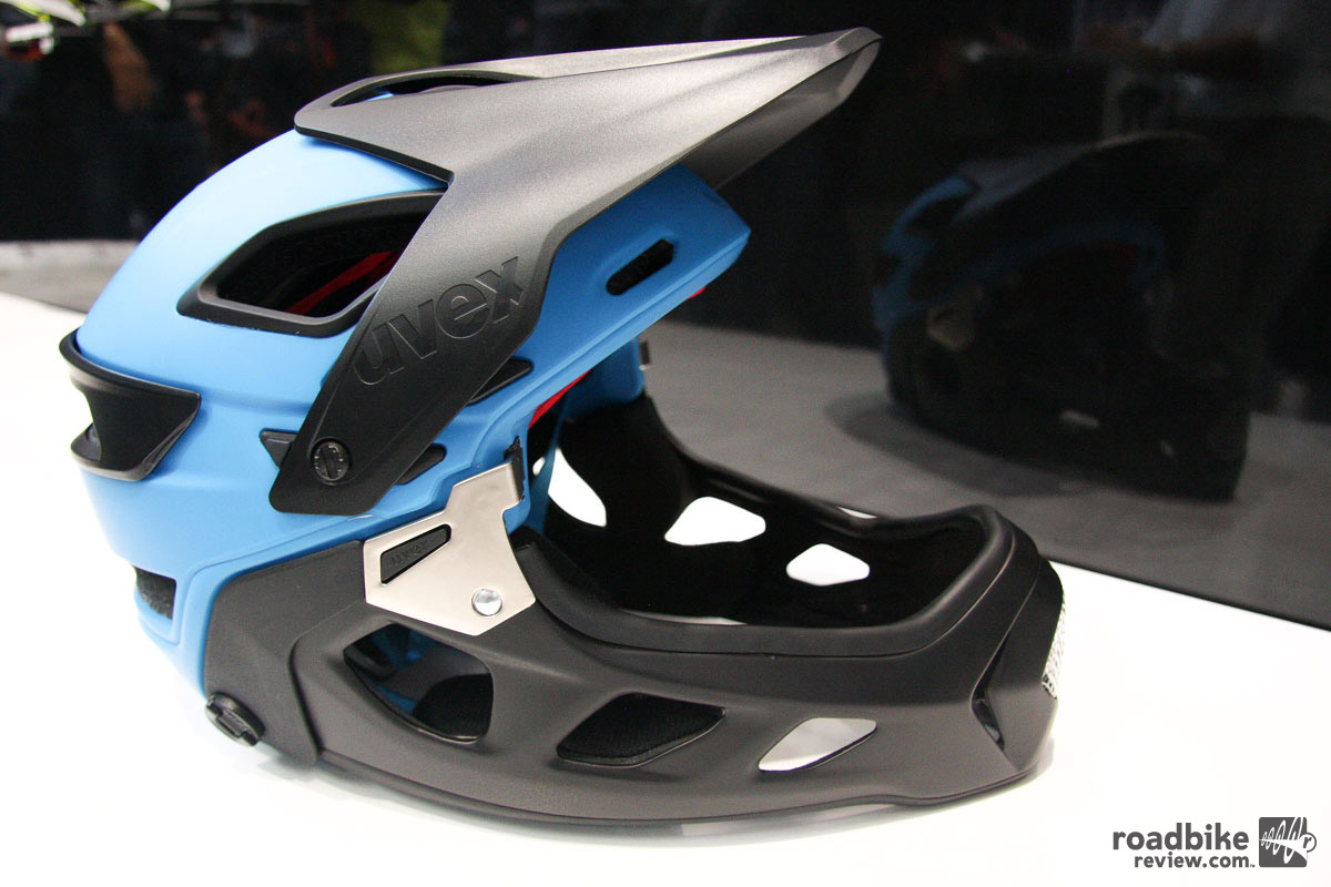 The Uvex Jakkyl HDE is the among the slew of recent entrants into the removable-chin bar helmet game, and was one of the 12 Gold Award winners. The new enduro lid has 14 vents, a Boa tension adjustment dial, and comes in two sizes. The chinbar is attached by a pair of rotatable pins. It takes about 20 seconds to swap back and forth.
