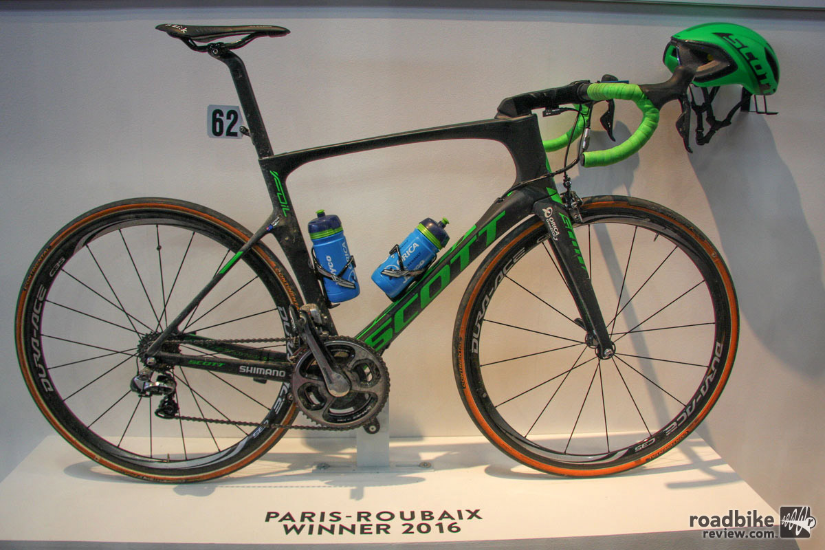 One more race winning rig from Scott, this is Matthew Hayman's Paris Roubaix-conquering Foil aero road bike.