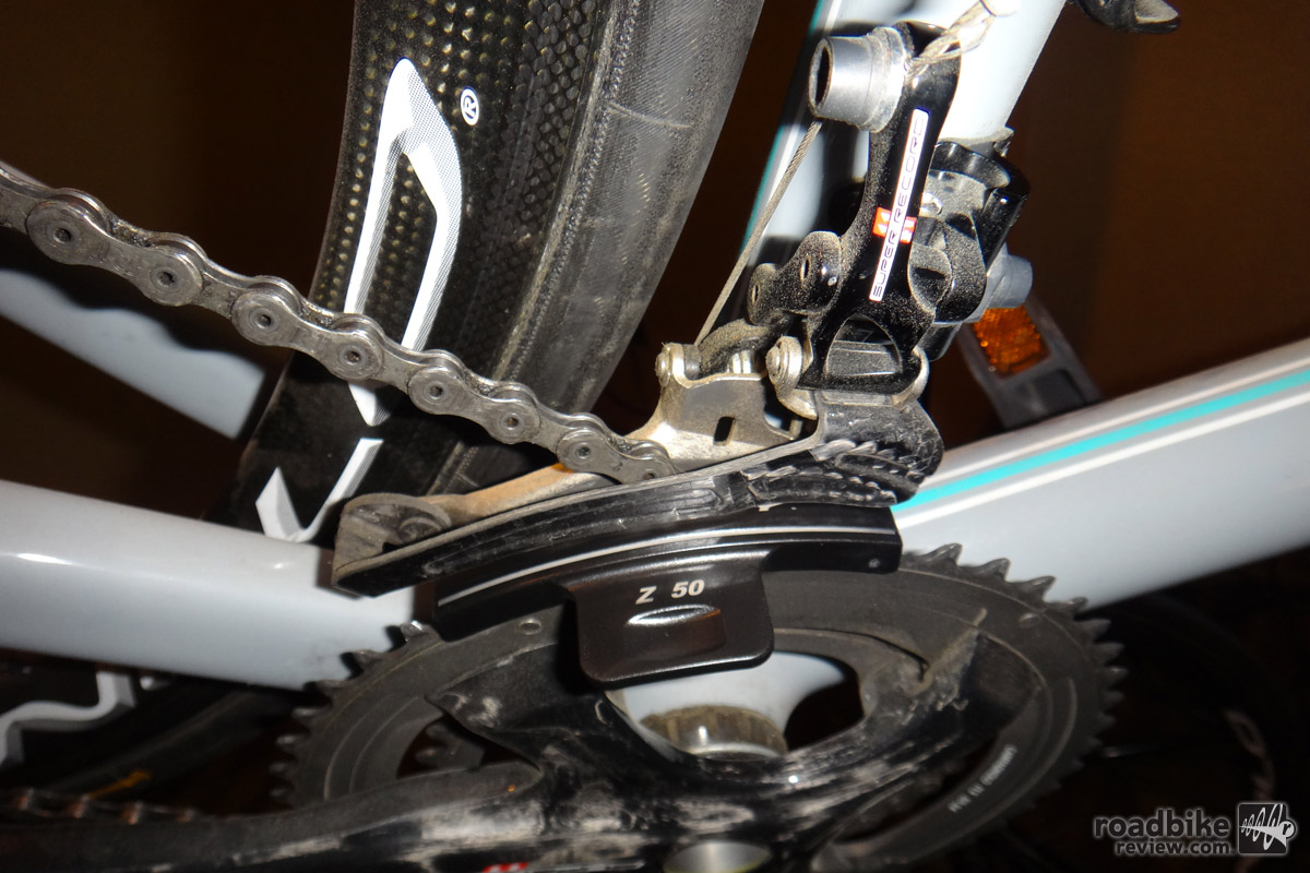 Shown here on a bike, the UT-FD020 is easy to use and helps to ensure ideal shifting.