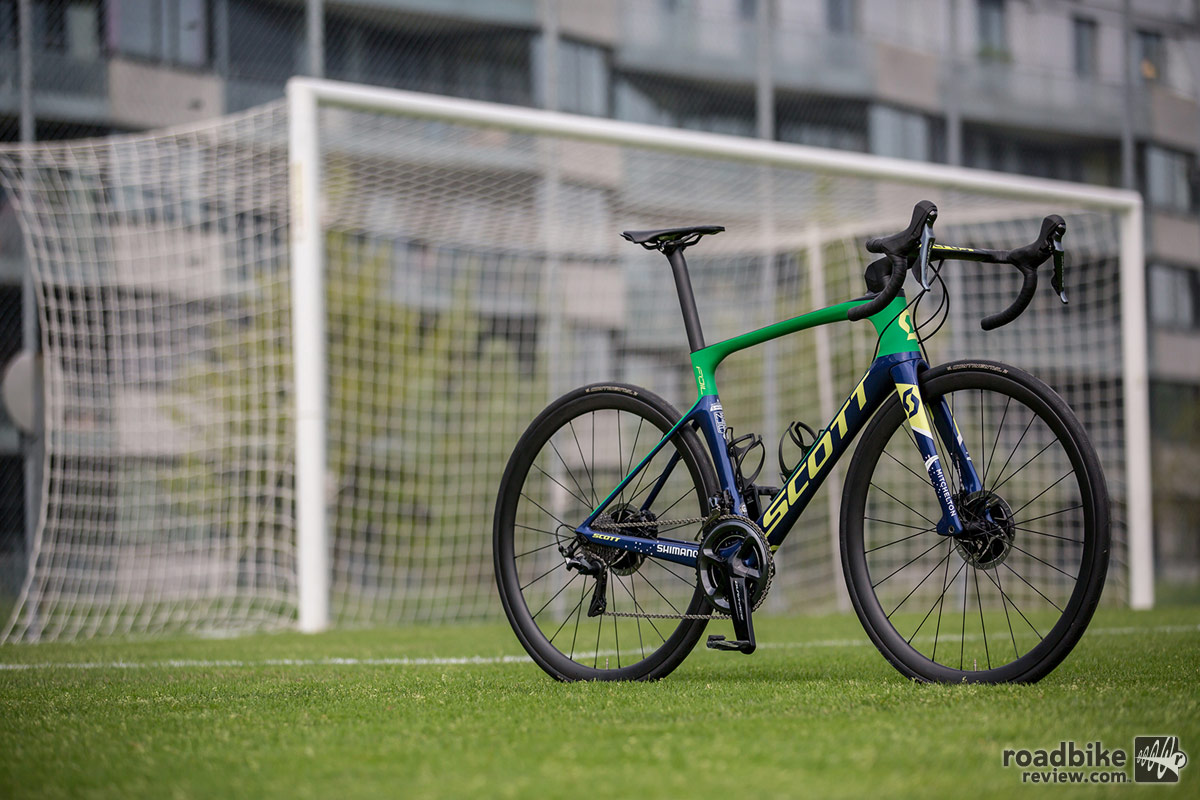 Neymar's custom Scott Foil Disc