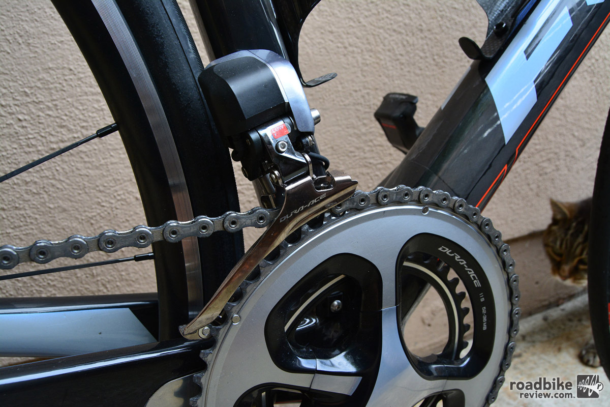 The mid-compact 52-36 chainring set-up is a great compromise between spinning and sprinting.