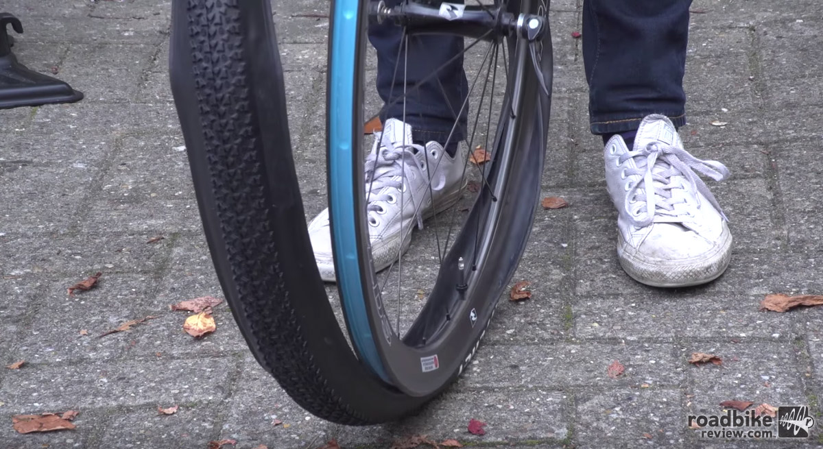 How to install tubeless cyclocross tires