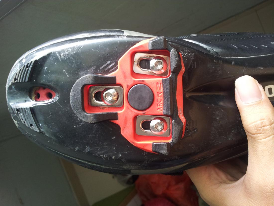 Img 20180827 131005 Shimano R064 Shoes Exustar Arc Z Cleats Compatibility And Medial Knee Problems 130955