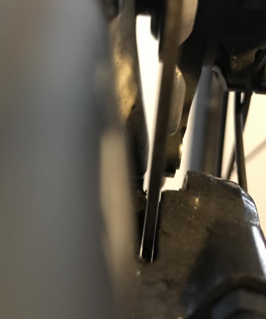 Disc pad not sitting parallel to rotor face (Shimano RS685 hydraulic