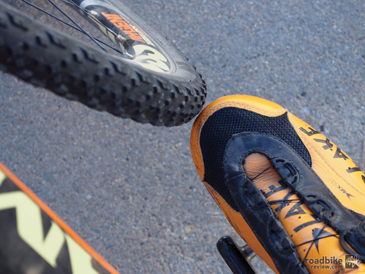 These size 44 Lake MX331 Cross shoes cut it close. A size 45 will definitely overlap.