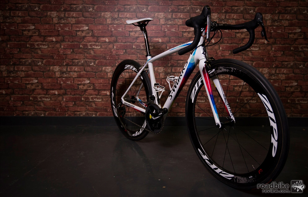 This Specialized S-Works Amira utilizes a lightweight FACT 11r carbon frame.