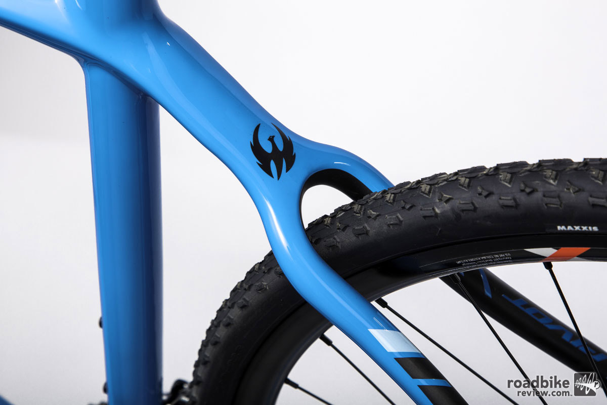 Max tire clearance is a whopping 700Cx48mm.