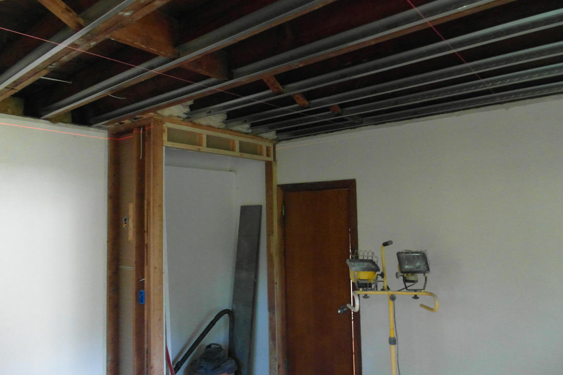 Any of you DIY'ers ever have to level a ceiling???-mbr_ceiling.jpg