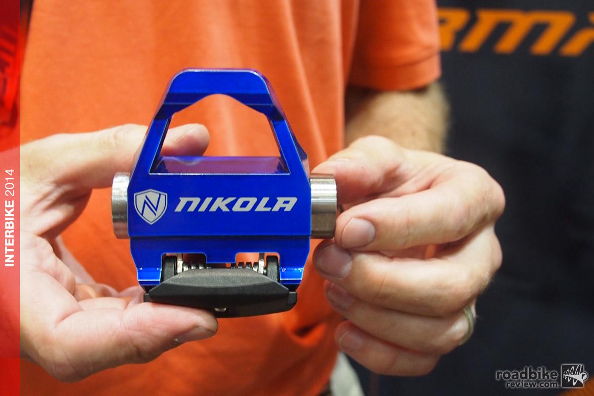 Nikola - pedal blue