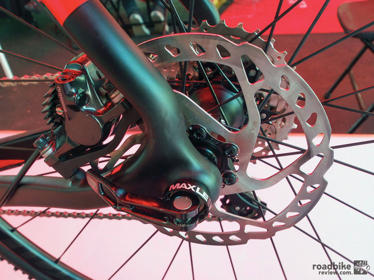 No flat mount brakes for now, as the cost of new frame molds outweighed any performance gains.