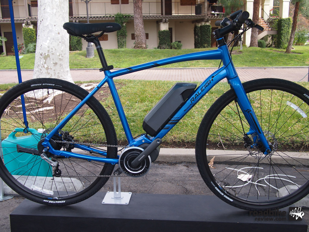 The Raleigh Misceo is an early release 2016 model featuring Shimano's new STEPS drive system.