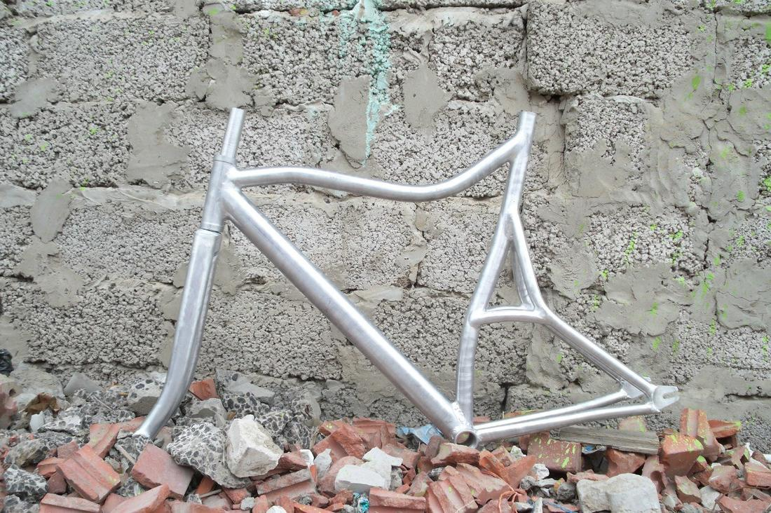 Toresvelo. Custom bikes from the dusty wasteland-qucfnmuvstm.jpg