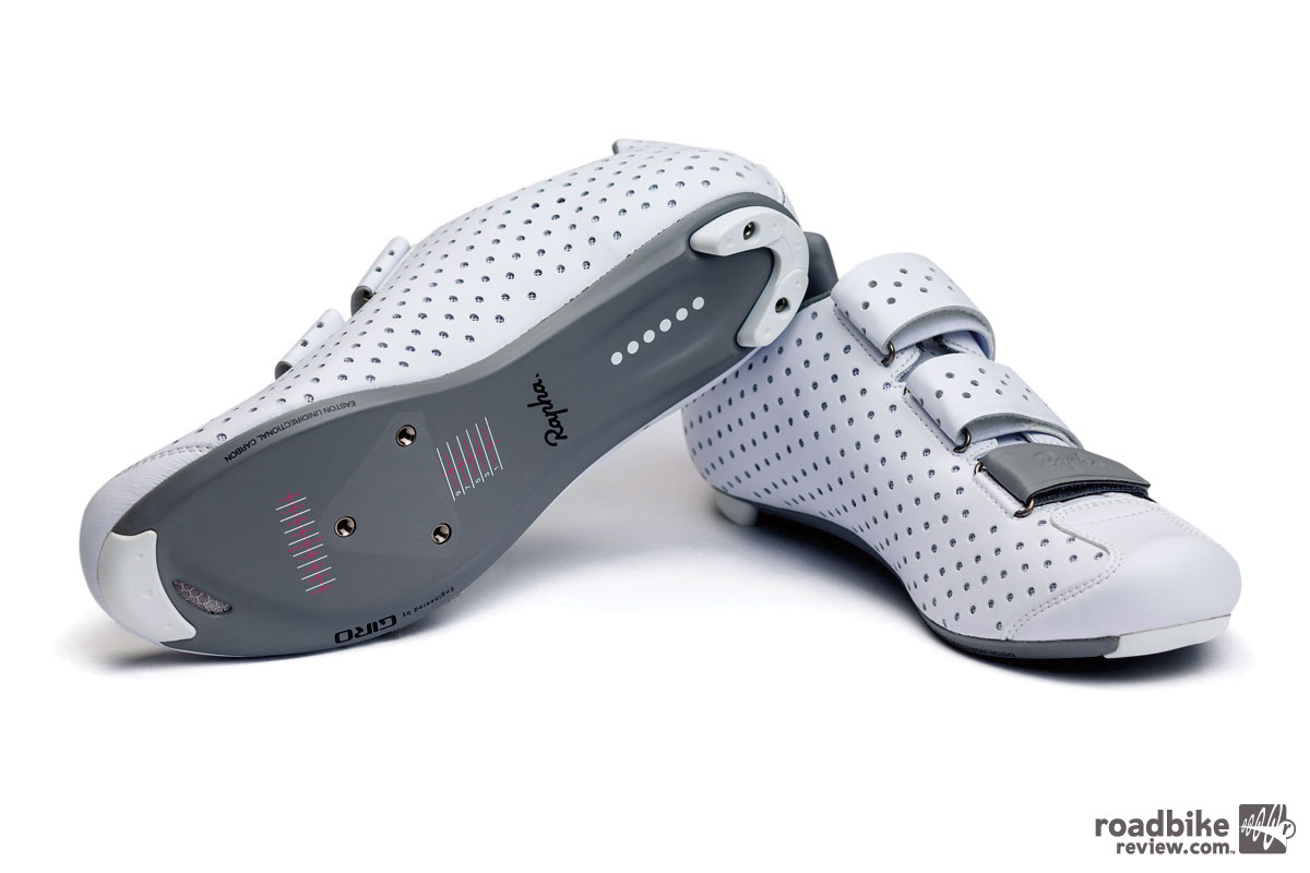 Beneath the foot is the same EC90 SLXII composite sole found on the Rapha Grand Tour shoes.
