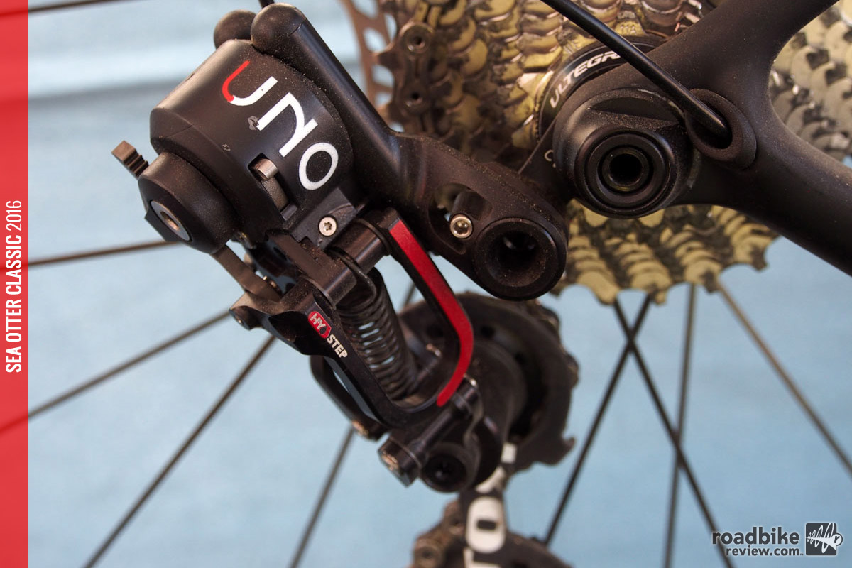 All shifting mechanisms are housed in the derailleurs, which is designed to speed shift speed and shed weight.