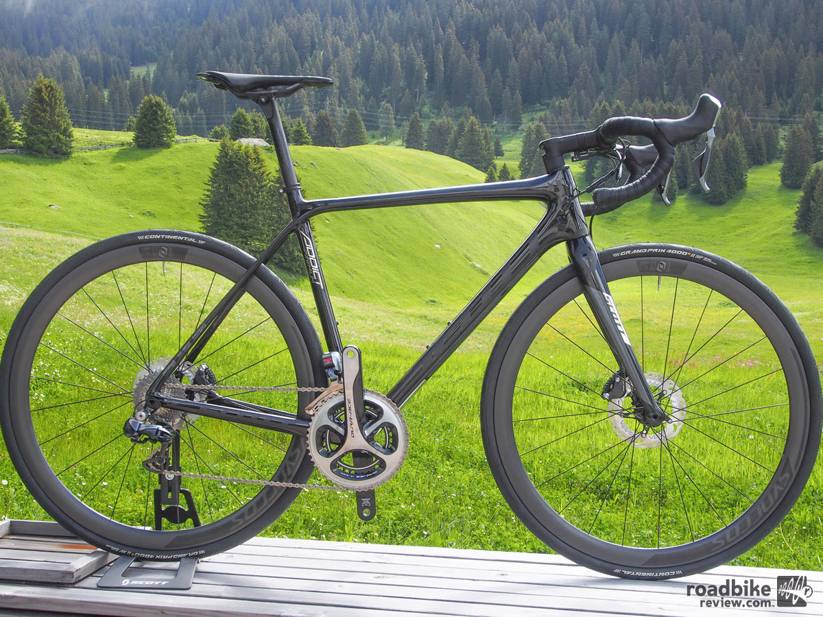 Scott claims the disc version of the Addict frame is only 60g heavier than their rim version.