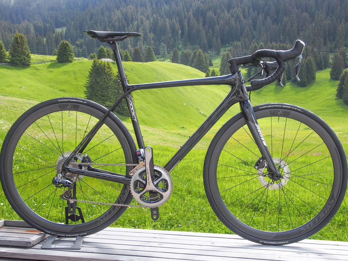Scott claims the new disc-compatible Addict Premium frame is just 60 grams heavier than the rim brake version.