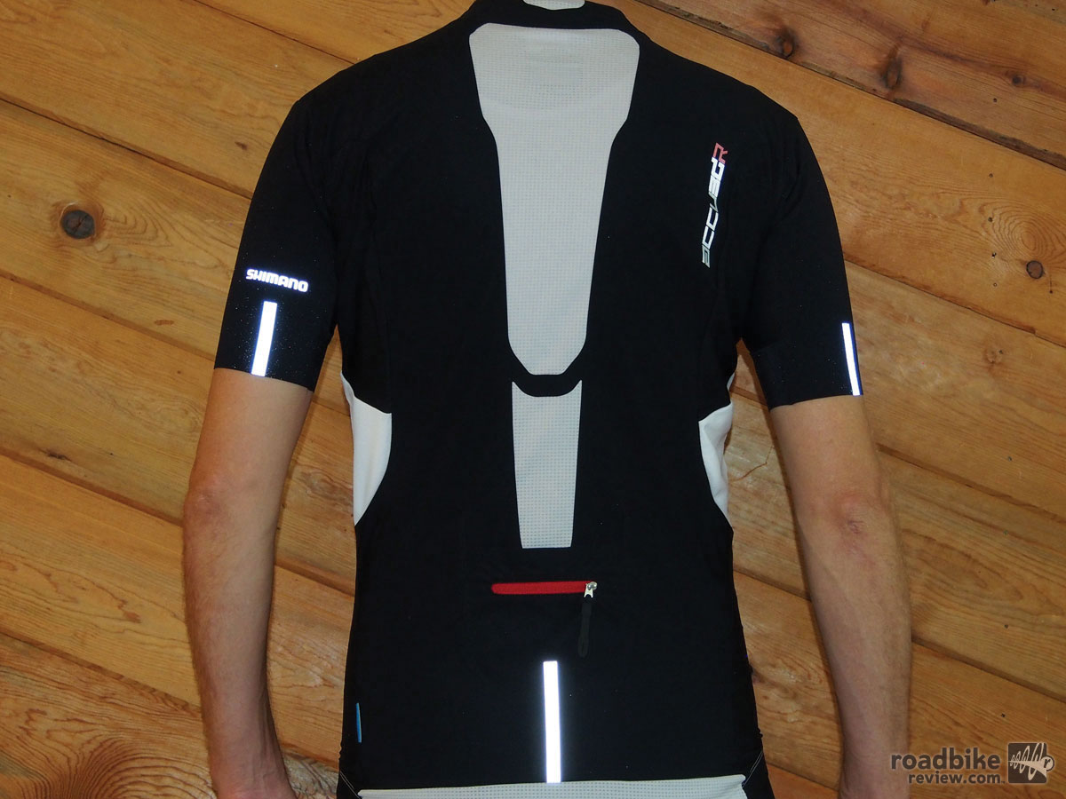The back of the Accu3D jersey has mesh venting at the neck line and down the middle of the back.