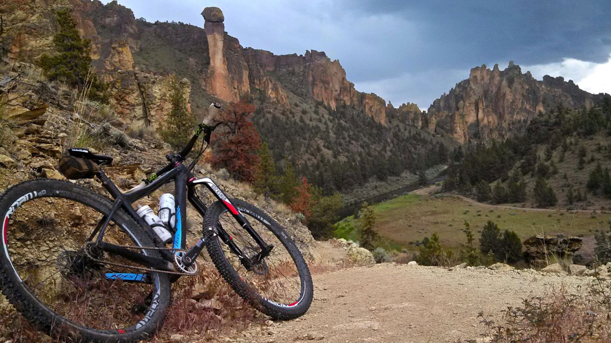 The River Trail meanders between the towering crags of Smith Rock and the Crooked River, offering incredible views.
