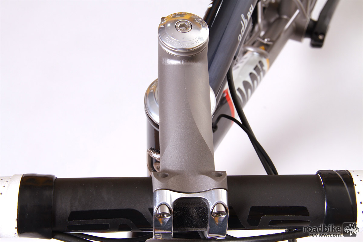 Highlights include a Moots custom etched pattern RSL stem and cinch post.