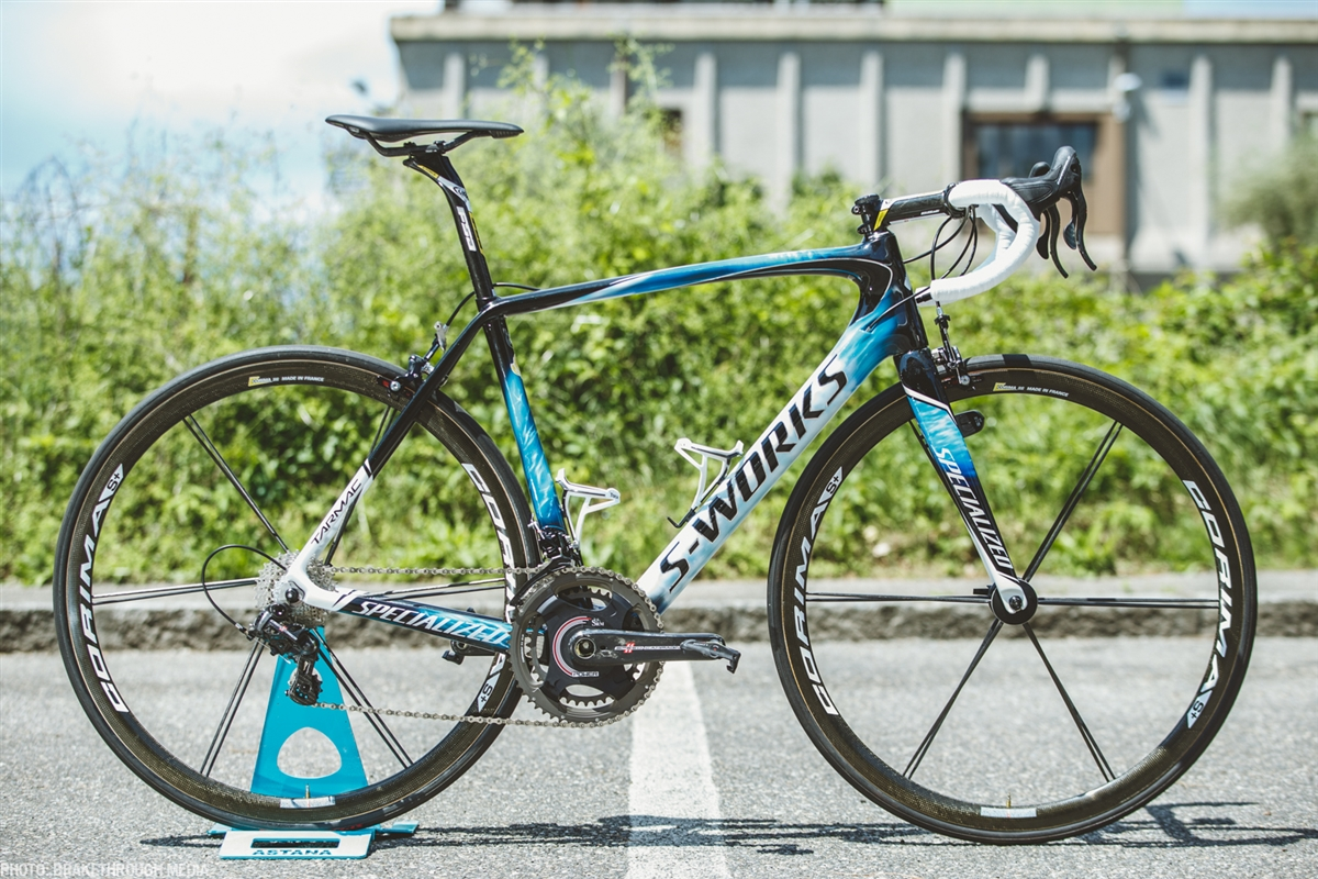 During this 99th edition of Giro d'Italia, Vincenzo Nibali, winner of the Corsa Rosa in 2013, is riding an updated version of his Shark Tarmac.