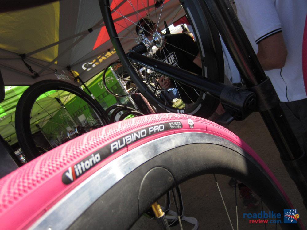 Vittoria Special Edition Rubino Pro in Giro Pink