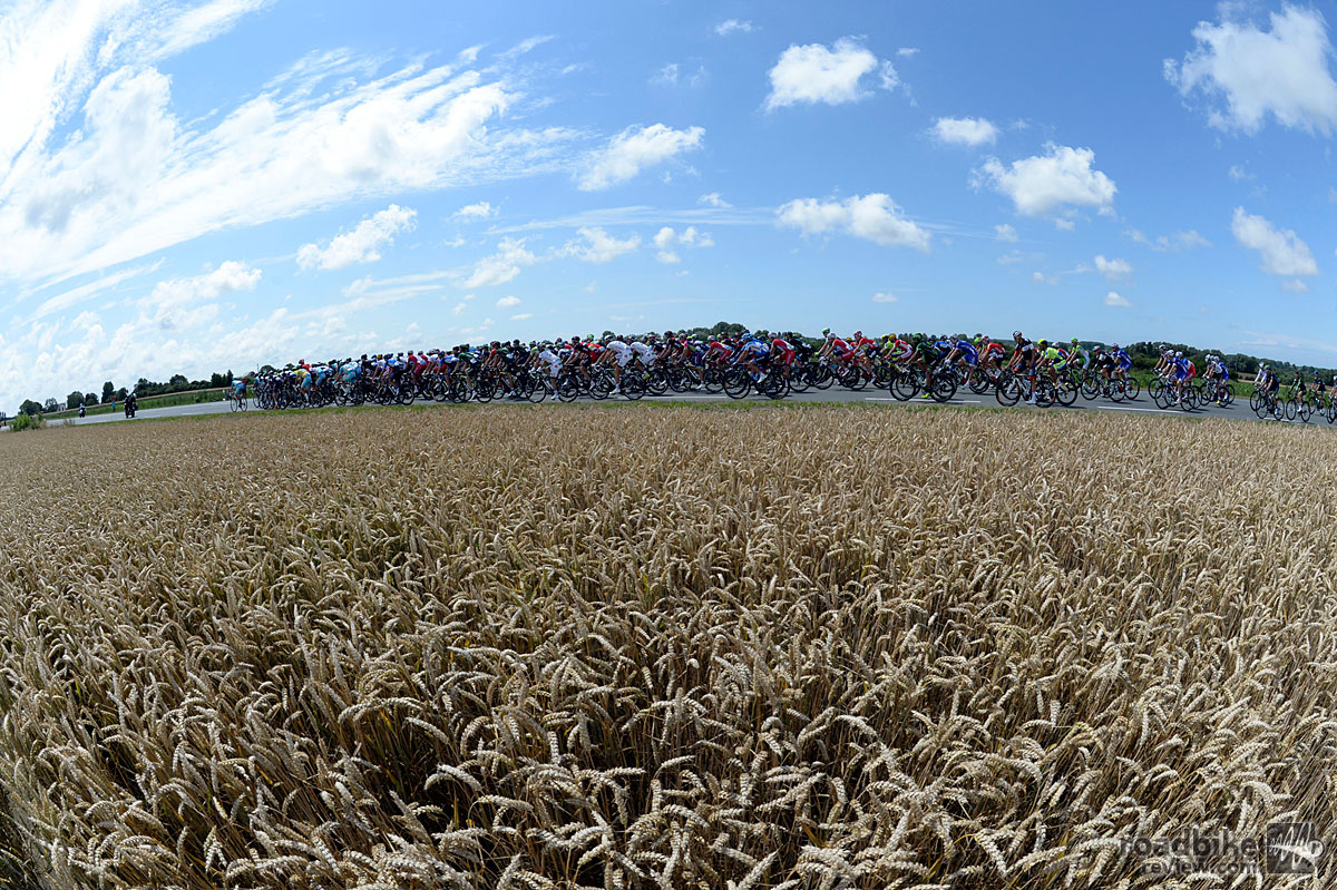 Peloton on Stage Four