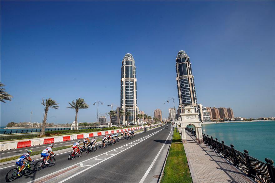 The men's elite road race field roars back into Doha. Photo courtesy Specialized