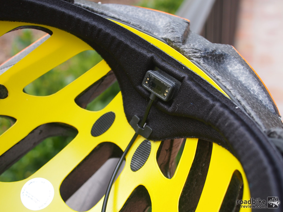 A close-up look at the LifeBEAM sensor located on the rider's forehead.